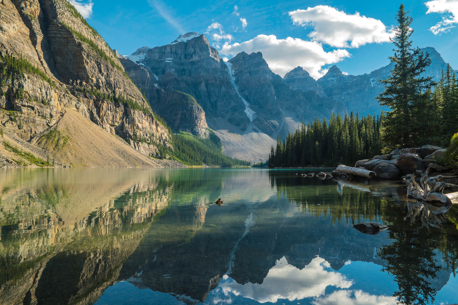 Rocky mountains in Alberta - Amro Travel